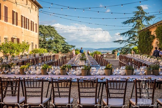 A Tuscan Wedding At Villa Catignano The Courtyard Of Country Chic Style