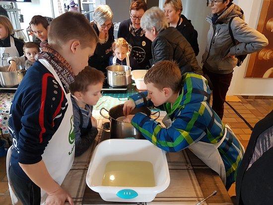 Passendale, Belgium: kaasworkshop als verjaardagsfeest