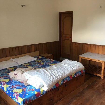 Комнаты с деревянными полами в центре Вашишта. Владелец потрясающий человек, устраивает трекинг