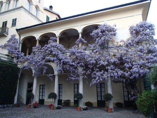 Castello Cabiaglio, Italie : Facciata della villa
