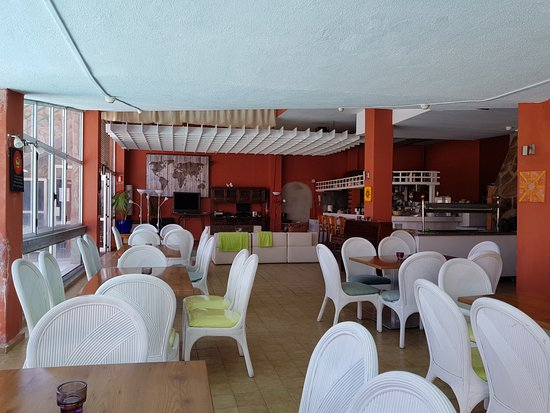 Playa de Cura, Spanje: Dining is possible both Inside, Outside and On top of the Restaurant!