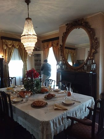 Alfred B. Maclay Gardens State Park : dining room