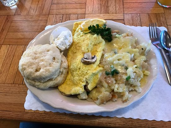 Otis, Oregón: omelet with special potatoes & biscuits