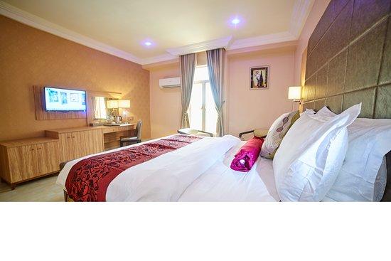 Corinthia Villa Hotel & Suites