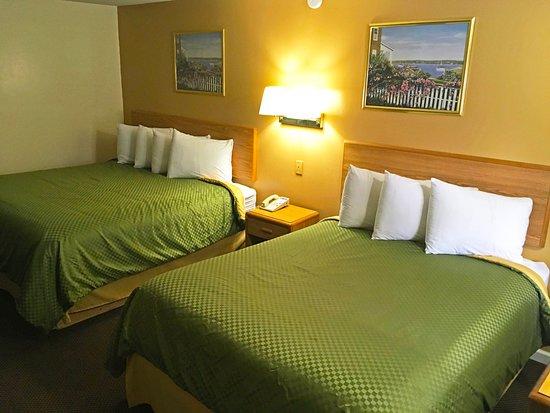 Jonesville, MI: One King Bed One Queen Bed Room