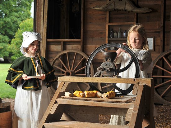 Clackamas, OR: Experience hands-on heritage at Philip Foster Farm