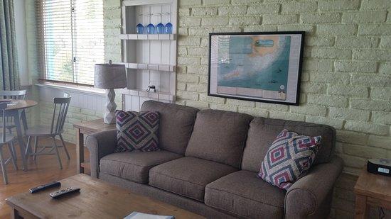 Captain Pip's Marina & Hideaway: Osprey living room