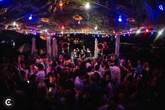 Xemxija, Malta: Party at the lido