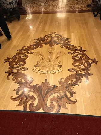 Prince of Wales: Gorgeous wood floor in lobby