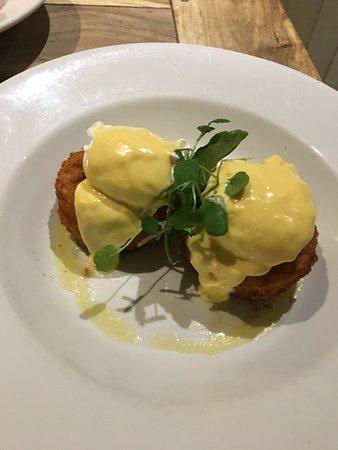 Oxhill, UK: Salmon and Cod Fishcake, Hollandaise, Poached Eggs