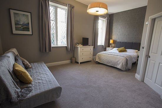 Wooler, UK: Family Room/Kingsize Room, with En-suite bathroom, Walk in shower & Bath.