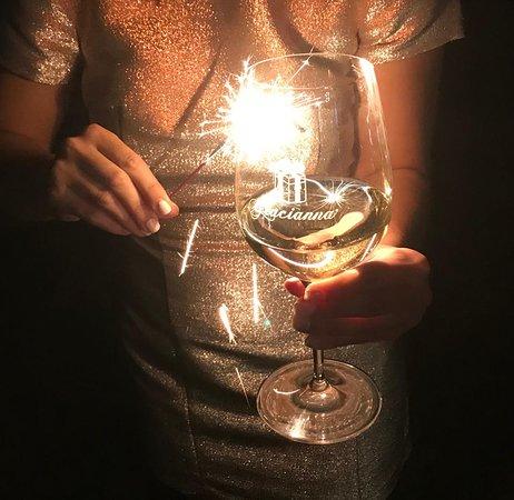 Healdsburg, Califórnia: Light up any night with Gracianna Sauvignon Blanc, Kiwi's Blend.