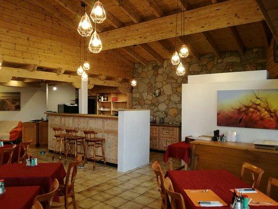 Corin-de-la-Crête, Suisse : Café-restaurant Le Rocher
