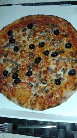 Nalinnes, Belgien: pizza napoli...