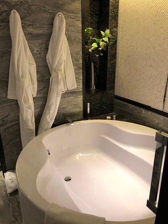 雙人大浴缸
