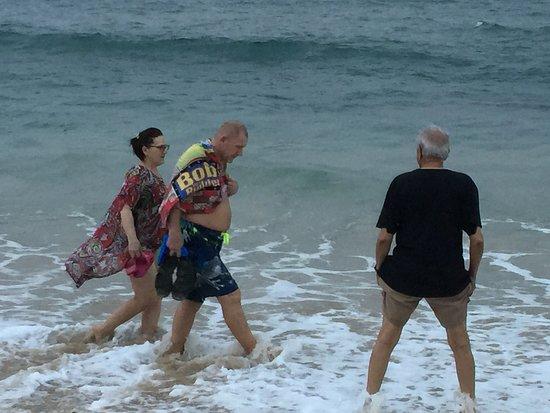 Papasnanam Beach: Getting feet wet in the Arabian Sea