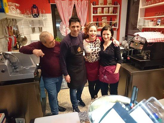 Hattersheim, Almanya: Schwiegerpapa, Mario und die 2 netten Bedienungen