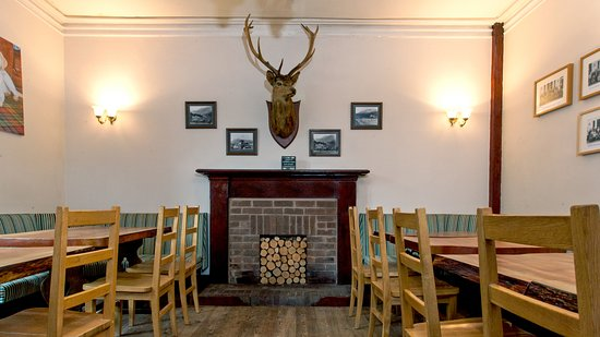 Kinlochewe, UK: A friendly place to relax and enjoy our freshly cooked local menu