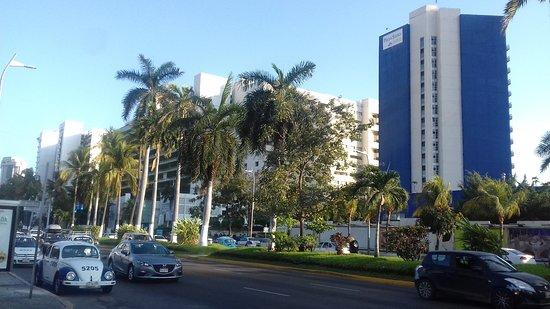 Avenida Costera Miguel Alemán