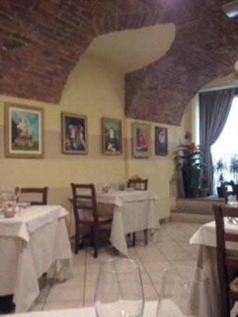 Osteria La Mimosa : L'esposizione dei quadri cambia con le stagioni
