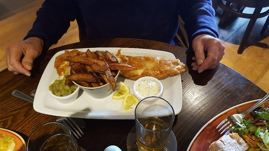 Great Ayton, UK: Salmon in Parchment, Sea Bass and Traditional Fish and Chips