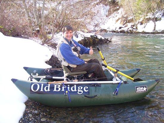 Lewiston, CA: Old Bridge Rafting rents!