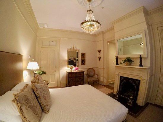 Catherine Ward House Inn: Captain's Room