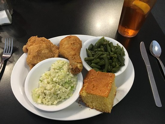 Eatz: Lisa's Fried Chicken, green beans, cole slaw, and southern style cornbread.