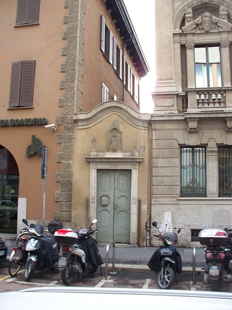 Edificio in Via Santa Maria Fulcorina, 7