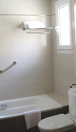 Ganivet Hotel Badewanne Mit Duschwand