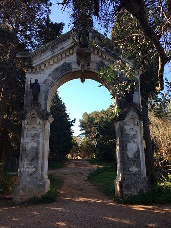 Iles de Lerins: An arch in the island