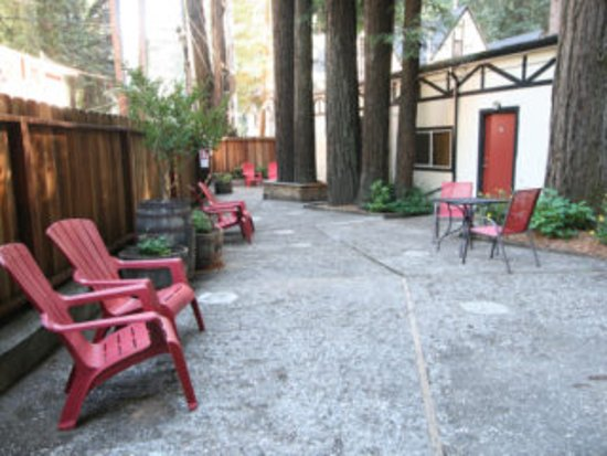 Rio Nido Lodge at the Russian River: Courtyard