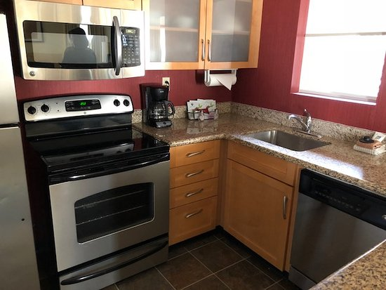 Brentwood, TN: Kitchen, window open to parking lot