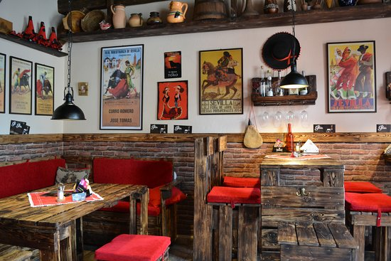 Lucenec, سلوفاكيا: V bare panuje príjemná domácka atmosféra