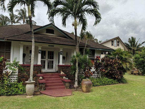 Fern Grotto Inn: Ohana house, Coco cottages in background