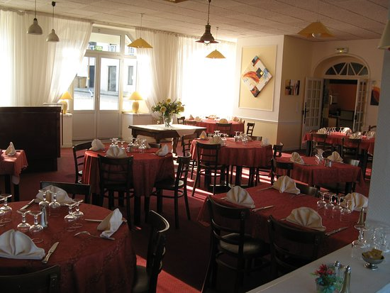 Saint-Michel-en-Greve, France: Speisesaal mit Strandblick