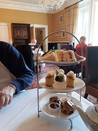 Albert Cottage Hotel: Tea for Two