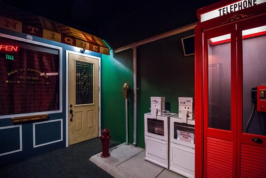 Red Room Escape Plano