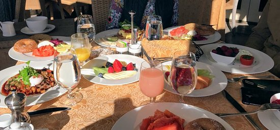 Auberge du Soleil: breakfast at the terrace