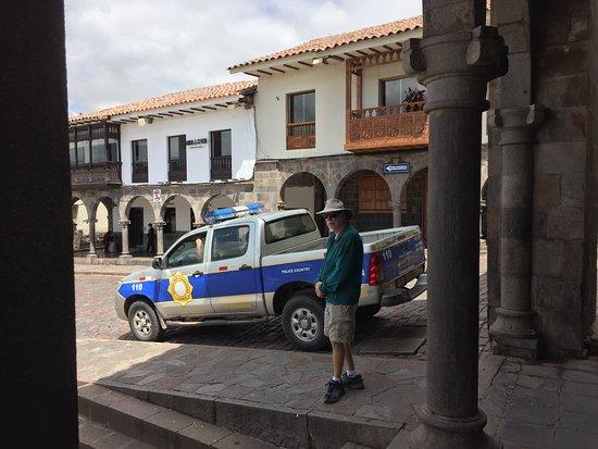 Plaza de Armas (Huacaypata): Plenty to do to spend hours here