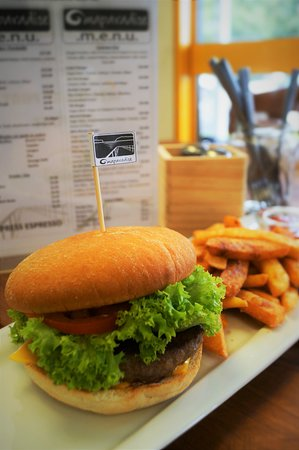Omapere, New Zealand: Our famous most popular 'OMP Burger' the beef burger of your dreams served with beer batter frie