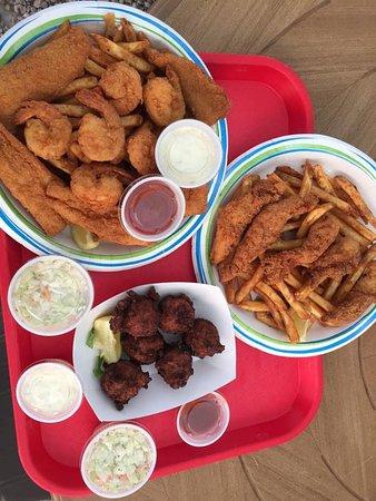 Key Largo Fisheries Backyard: Fresh fried seafood!
