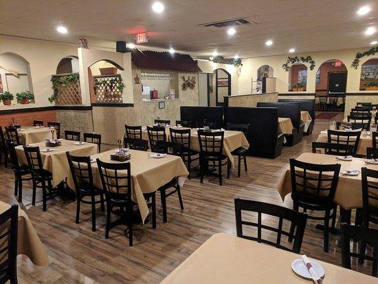 McAlester, OK: Dining Room