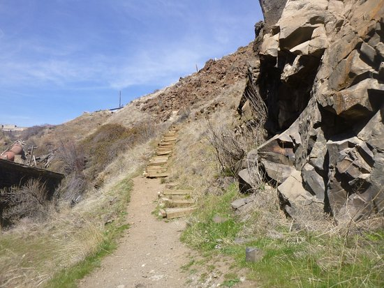 Wasco, OR: Steep uphill steps to get back up to the top of the canyon.