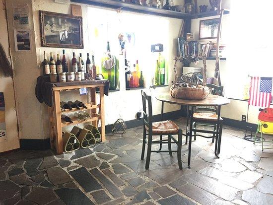 Nehalem Bay Winery: Inside