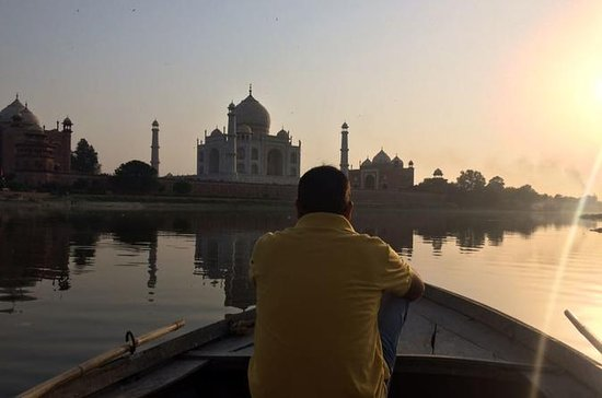Photography with boat ride behind Taj...