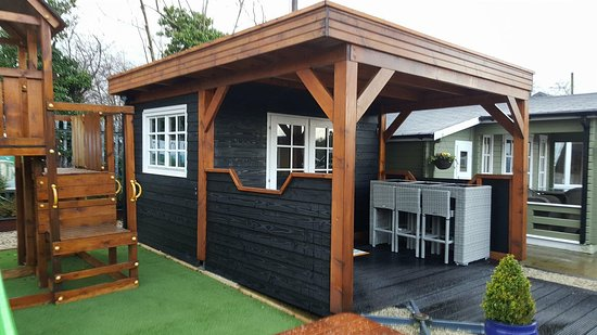 ‪‪County Londonderry‬, UK: Outdoor hottubs/ indoor 20 seater bbq grill house lots of different package to suit everyone‬