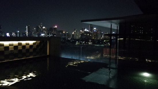 AETAS lumpini: night Bangkok from pool