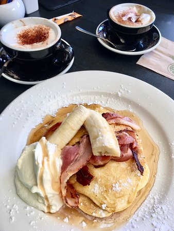 Success Cafe & Bar: Pancakes with bananas, bacon and fresh whipped cream