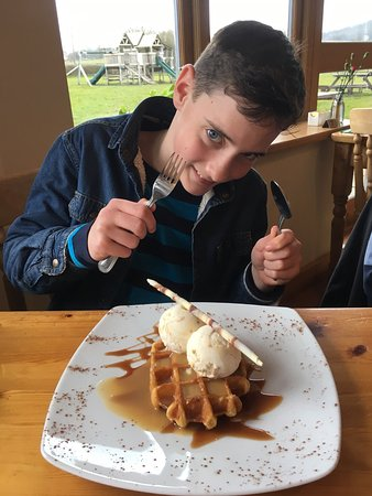 Gillingham, UK: Waffles and apple ice cream.